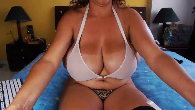 Biggest tit aged tries on bikini and pees