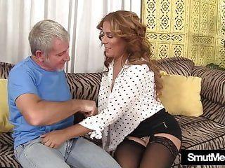Nikki milf dai grossi seni cavalca una verga paffuta