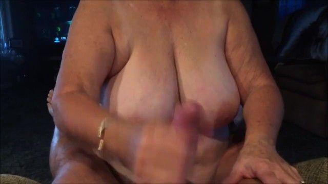 Grande nonna cuoco masturbandosi flusso sperma e bevendo sperma